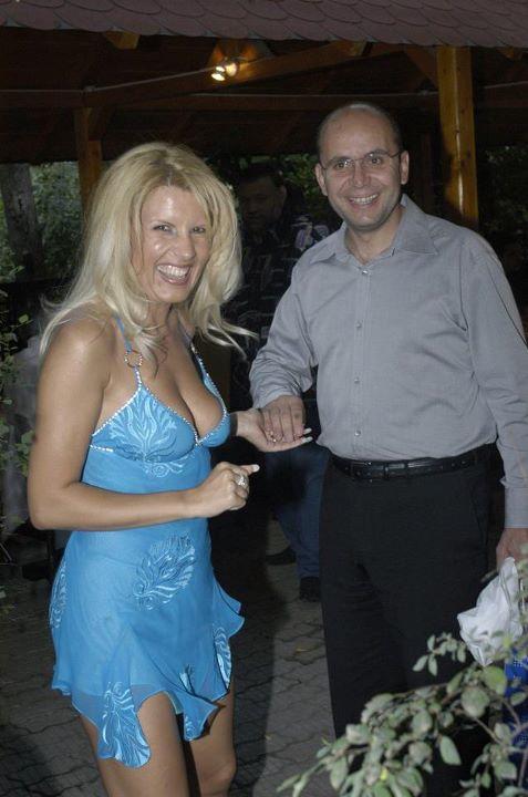 https://politicata.files.wordpress.com/2012/01/udrea-gusa.jpg